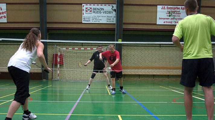 Badmintonsportens Dag 2015 Senior Double Serv.jpg